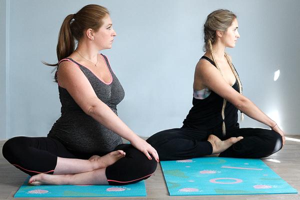pregnant yoga poses